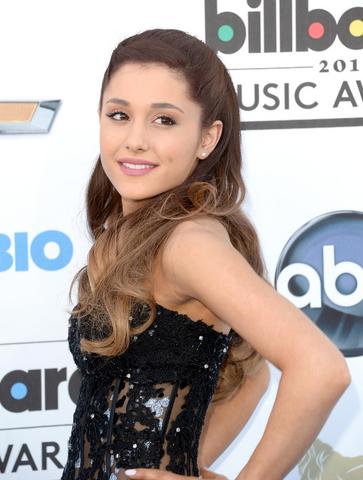 File:Ariana Grande arriving at the Billboard Music Awards.png