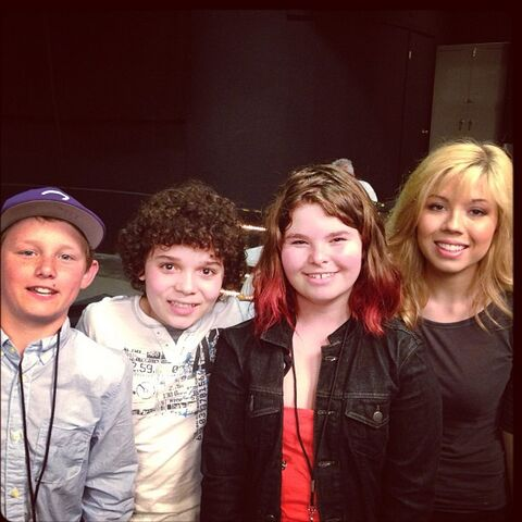 File:Jennette and Cameron on set with Micah Jacobson.jpg