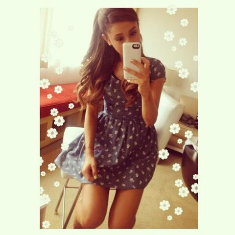 File:Ariana Grande selfie.jpg