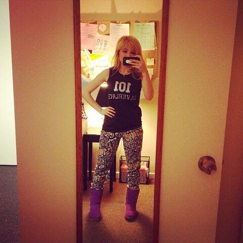 File:Jennette wearing jammies on set April 27, 2013.jpg