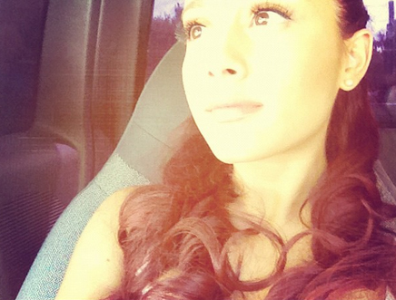 File:Ariana is bored after her photo shoot.jpg