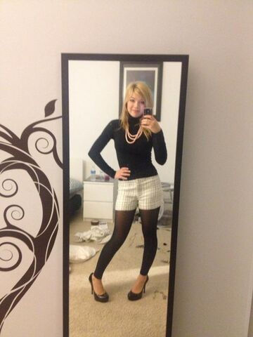 File:Jennette's christmas shopping outfit.jpg