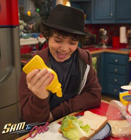 File:Dice making a sandwich.jpg