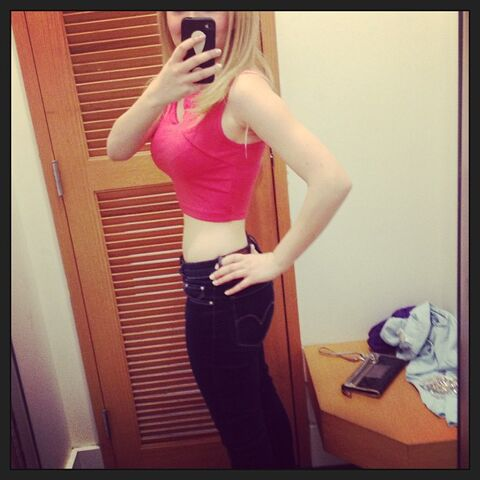 File:Jennette feeling like a bodybuilder May 25, 2013.jpg