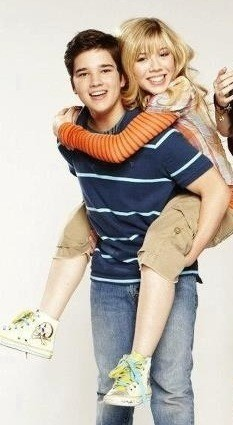File:Freddie giving Sam a piggyback ride.jpg