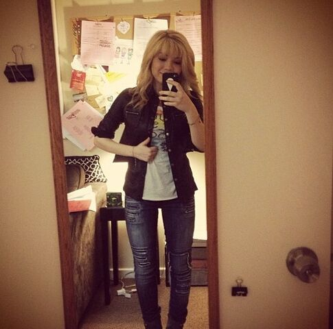 File:Jennette McCurdy outfit - May 5, 2013.jpg