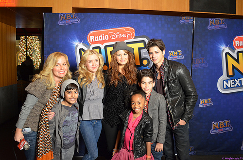 File:KB & Cast of Jessie 0044.jpg