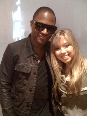 File:Jennette with Taio Cruz.jpg