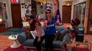 File:Sam and Cat rapping and singing karaoke in BabysitterWar.png