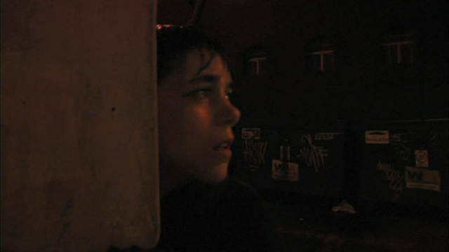 File:0x01 Alexei in an alley.png