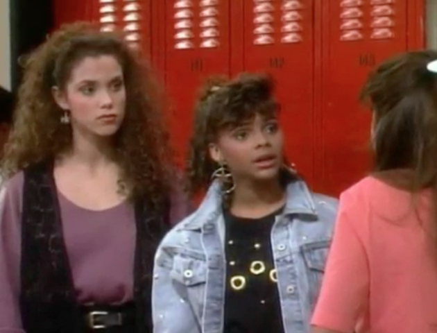 File:S2 E1 - The Prom -20 girls.png
