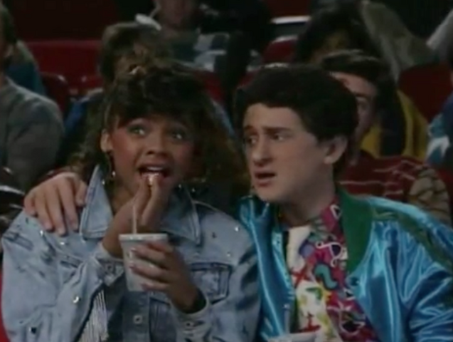 File:S2 E1 - The Prom -32 isa screech.png
