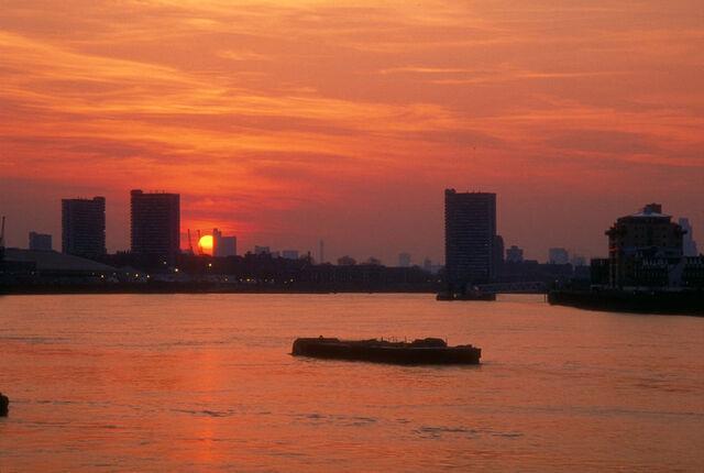File:Thames sunset.jpg