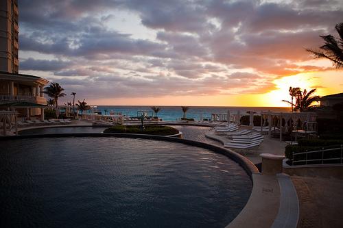 File:Sunrise over Le Meridien Cancun pools.jpg