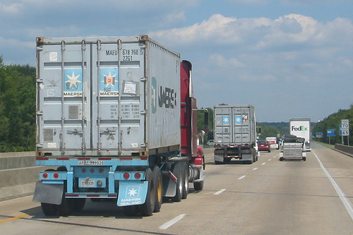 File:Container trucks on an American highway.jpg