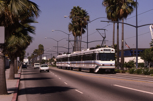 File:19951007 03 LRT Long Beach Blvd. @ 20th.jpg
