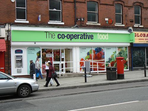 File:Co-op, Northenden Road, Sale..jpg