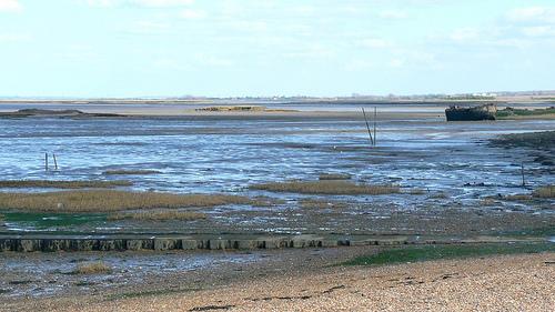 File:The Medway Estuary ,Gillingham,Kent.jpg