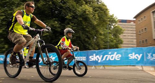 File:Skyride 2010 - father & son.jpg