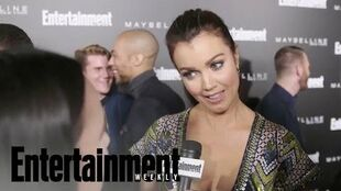 Bellamy Young Mellie Wants Olivia To Run Her Campaign On Scandal Entertainment Weekly
