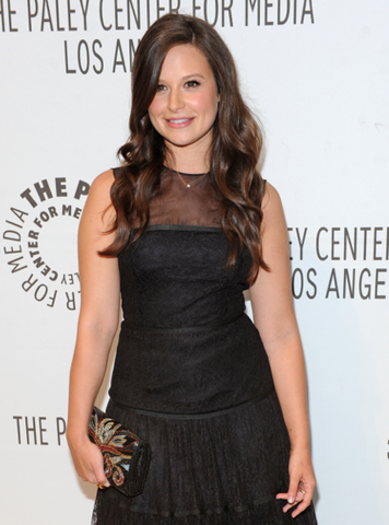 File:Katie-Lowes-02.png