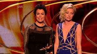 Bellamy Young and Portia de Rossi present at Peoples Choice Awards 2015