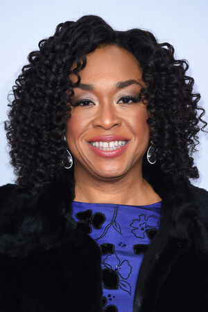 2016 International Emmys Awards - Shonda Rhimes 01