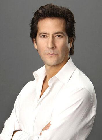 File:Season 1 Cast Promos - Henry as Stephen 02.jpg