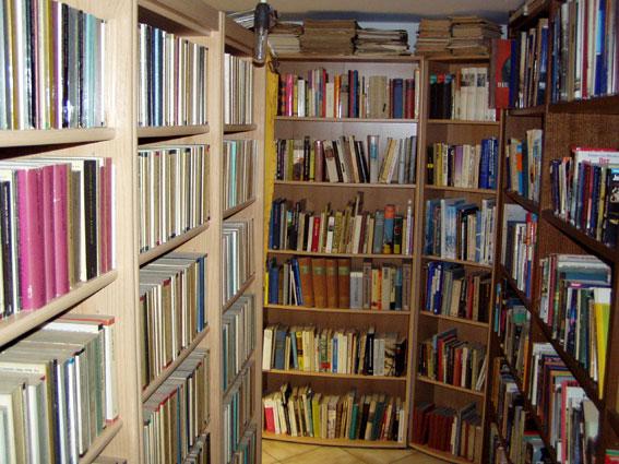 Datei:Bibliothek.jpg