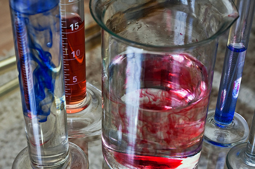 File:Red and blue substances in transparent test tubes.jpg