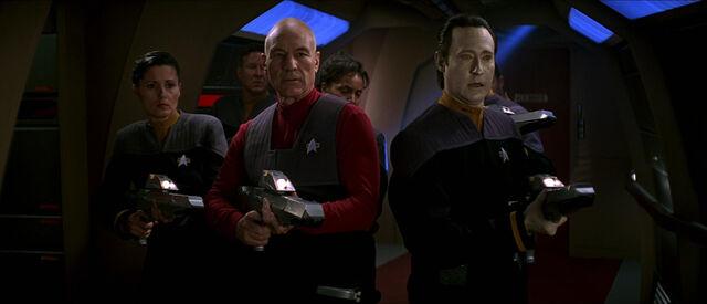 File:Picard and Data hunt Borg.jpg