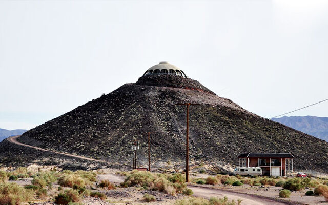 File:Huell-howser-volcano-house-lead.jpg