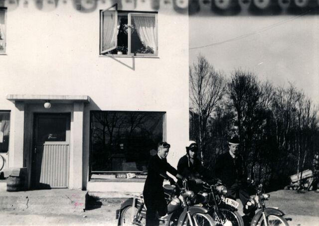 File:Mopedista i botn.jpg