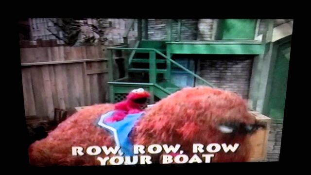 File:Elmo and Snuffy from Kids Favorite Songs Preview.jpg
