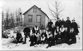 Finnfjord around 1916-17 Loge Finnfjord. The school in the background