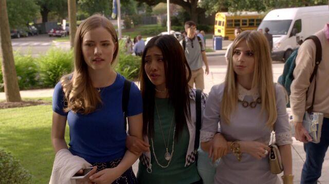File:Scream S01E02 Hello Emma 1080p KISSTHEMGOODBYE NET 0410.jpg