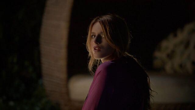 File:Nina looking back at house.jpg