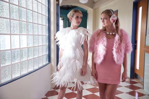 Archivo:2x05 Chanel and Sadie.jpg