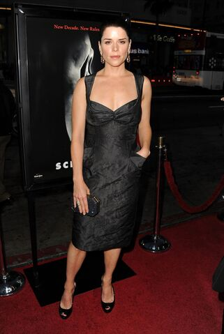 File:Neve campbell scream 4 premiere 2.jpg