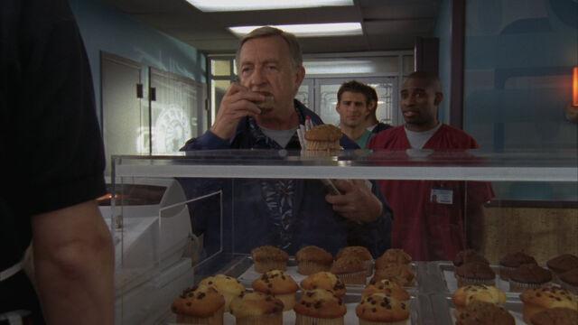 File:8x5 Kelso picks muffin.jpg