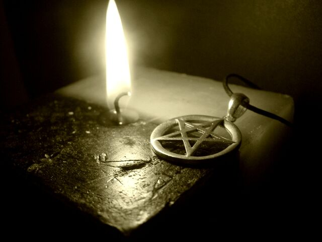 File:Pentagram on the Candle.jpg