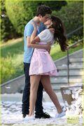 Gomez-on-set-kisses-02