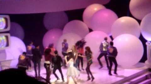 Selena Gomez & the Shake It Up Cast - Shake It Up (live)