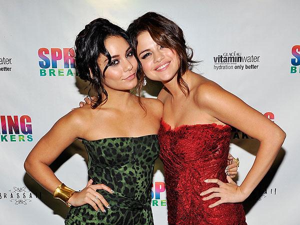 File:Selena-gomez-60000.jpg
