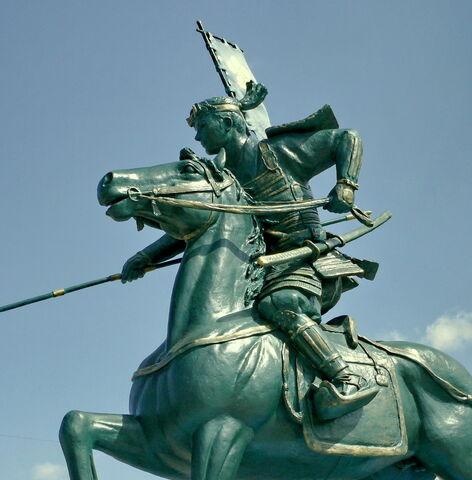 File:Toshiie Maeda statue.jpg
