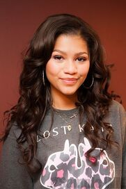 43549 Preppie Zendaya Coleman posing with her new cell phone at a house in LA 1 122 213loNINE