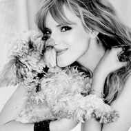Bella-thorne-black-and-white-photoshoot-with-Kingston