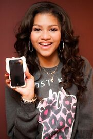 45497 Preppie Zendaya Coleman posing with her new cell phone at a house in LA 5 122 92loTHRITEEN