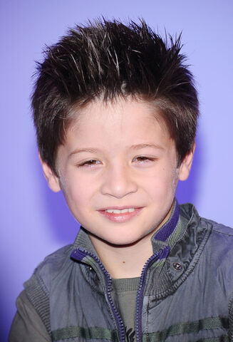 File:Davis Cleveland 2011 Disney Kids Family Upfront VmTt1JqCT0nl.jpg