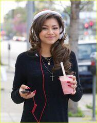 Zendaya-coleman-headphones-smoothie-necklace-down-the-street